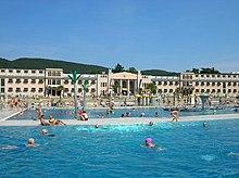 Il complesso termale e la piscina