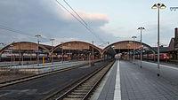 Bahnsteig(halle) des Oldenburger Hauptbahnhofs-Westansicht-20130331.jpg