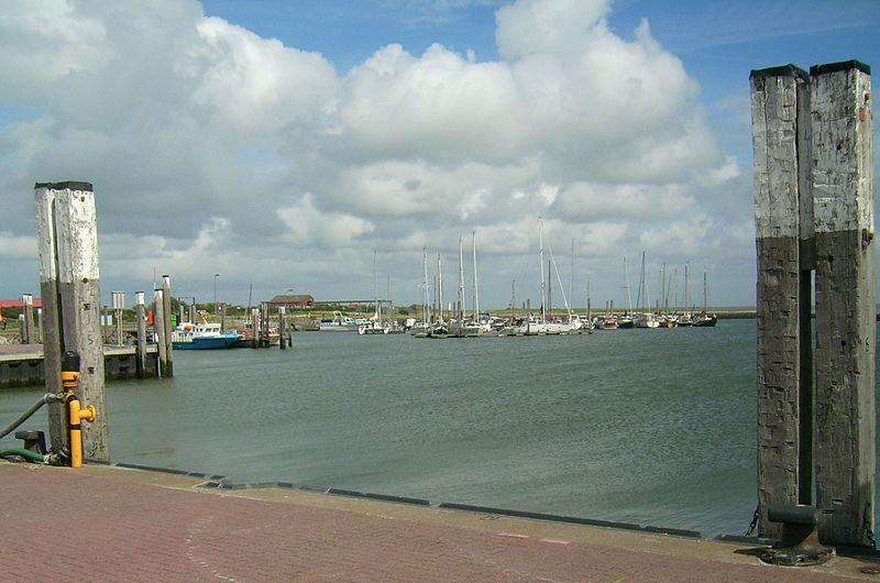 File:Baltrum Sporthafen.jpg