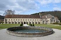 Batiment principal de l'abbaye de Fontenay DSC 0194.JPG