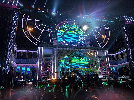 Stage shot of Spectrum Dance Music Festival in 2016 BeatBurger in 2016 Spectrum Dance Music Festival.jpg
