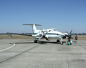 English: Beechcraft Super King Air, at Mfuwe a...