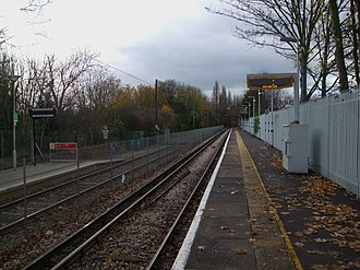 Birkbeck station - Image: Birkbeck stn mainline look west 2