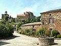 Biron - Le château vu de l'église Notre-Dame-de-Bourg.JPG