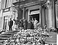 Bloemendefile voor koningin Juliana op Paleis Soestdijk , Hare Majesteit , Prins, Bestanddeelnr 911-2030.jpg