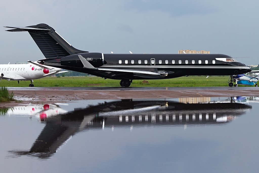 FileBombardier BD7001A10 Global Express XRS Private JP7390073jpg  Wikim