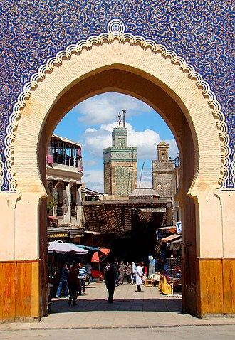 Bou Inania Madrasa - The minaret of Madrasa Bou Inania seen through Bab Bou Jeloud