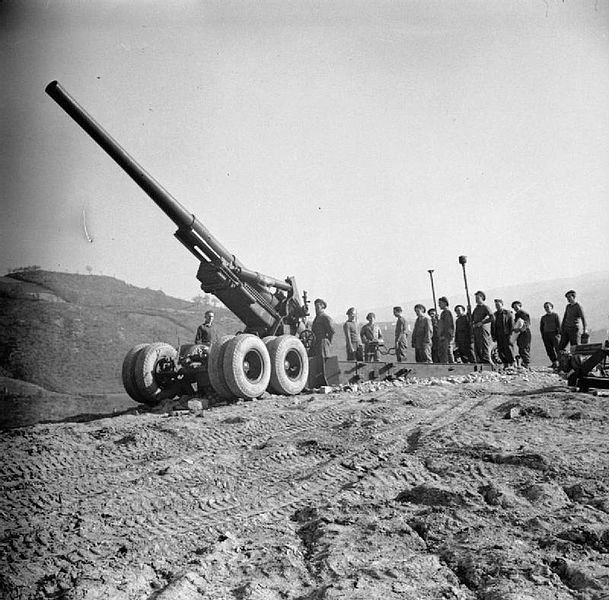 File:British 155 mm Long Tom gun Italy Feb 1945 IWM NA 22470.jpg