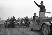 Bundesarchiv Bild 102-00009, Kradschützen der SS-Leibstandarte