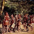 COLLECTIE TROPENMUSEUM Masai krijgers tijdens een dans TMnr 20038841.jpg