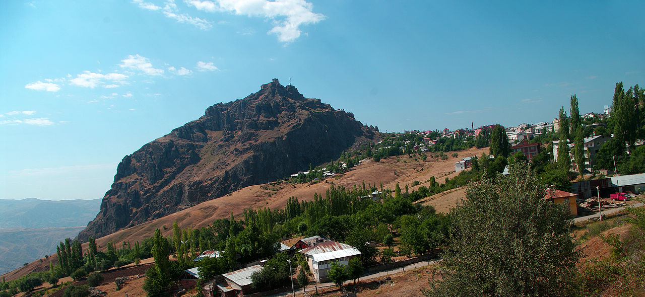 File:Castle of Şebinkarahisar, Giresun.JPG - Wikimedia Commons
