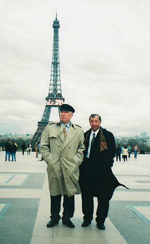 Писатель Чингиз Айтматов и профессор Абдылдажан Акматалиев, Париж. 26.03.1999.