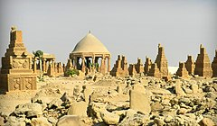 Chaukhandi Tombs-ruins (cropped).jpg