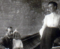 Chemist William Hoskins and family ca 1885.png