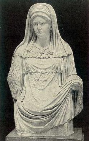 Vesta (mythology) - The Virgo Vestalis Maxima depicted in a Roman statue