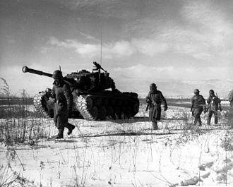 Tanks of the U.S. in the Cold War - Marines of 1st Marine Division at the Battle of Chosin Reservoir supported by M46 Patton tank.