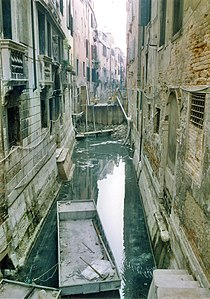 Cleaning of canals in the late 1990s. Cleaning of Venetian canals, late 90's.jpg