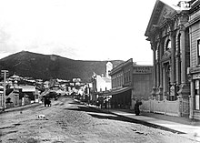 A black and white photo of the view east down Courtenay Place, around 1900