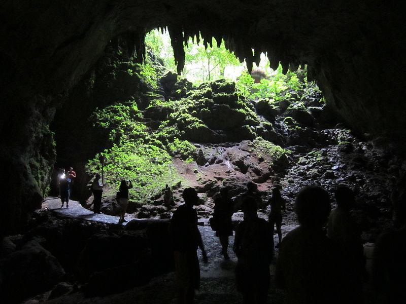 800px-Cueva_Clara%2C_Puerto_Rico%2C_Entrance.jpg