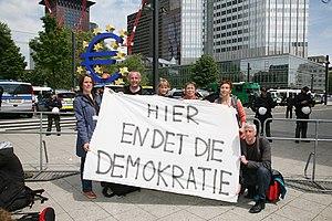 Blockupy movement - Image: DIE LINKE vor Ort bei den Blockupy Protesten vom 16. bis 19. Mai 2012 in Frankfurt am Main (7220851362)