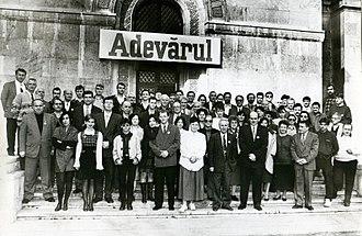 Adevărul - Adevărul staff in the early to mid-1990s. Dumitru Tinu, Cristian Tudor Popescu, Adrian Ursu etc. in the foreground