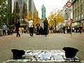 Dave, Jens und Ivan, Rapper der Band QULTRAP, rappen vor dem Schillerdenkmal in der Georgstraße von Hannover.jpg