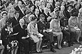 De kerkgangers, waaronder de Koninklijke gasten en de heer en mw Van Vollenhoven, Bestanddeelnr 921-6667.jpg