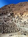Deir el-Medina-06-Totengraeberstadt von oben-1982-gje.jpg