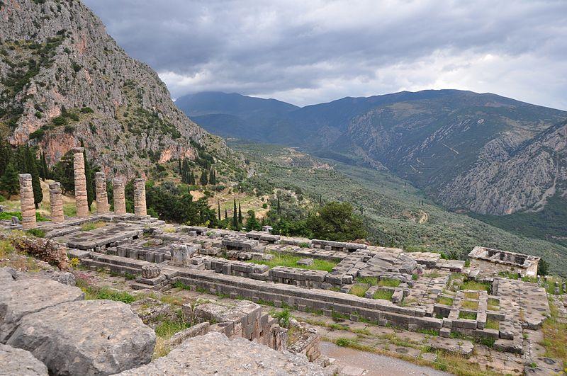 File:Delfi Apollons tempel.jpg
