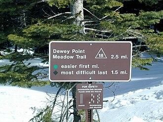 Badger Pass Ski Area - Trail marker describing the Dewey Point cross-country ski trail