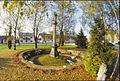 Dorfplatz mit Kriegerdenkmal.jpg