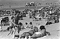 Drukte op strand in Zandvoort, Bestanddeelnr 927-1186.jpg