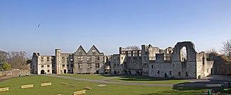 Dudley Castle - Image: Dudley Castle Courtyard 2 (5511627203)