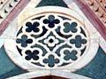 Duomo di firenze, medaglioni intarsiati in marmi nei timpani delle finestre sui fianchi 14,2.jpg