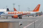 EasyJet, G-EZBD, Airbus A319-111 (18362836141).jpg