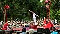 El circo convierte un parque de Carabanchel en un homenaje al amor y a la cultura underground 05.jpg