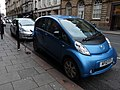 Electric car charging in Newcastle 2013-11-06 02.jpg