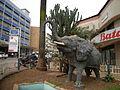 Elefante no centro de Kampala (4105889423).jpg