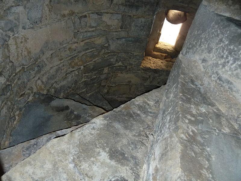 File escalera interior de piedra jpg wikimedia commons - Escaleras de piedra ...