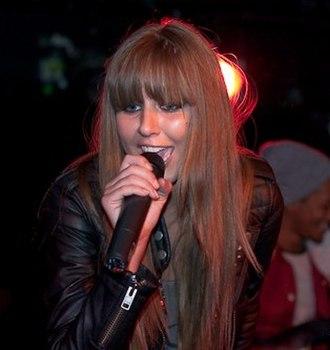 Esmée Denters - Denters performing live in October 2009