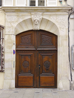 F54 Nancy Porte-XVIII-a-vantaux 30-rue-Saint-Nicolas.jpg