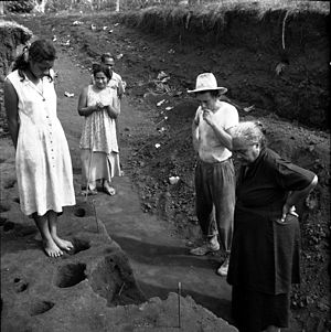 Archaeology of Samoa - Jack Golson excavation site in Vailele with a visit from members of the I'iga Pisa family, 1957.