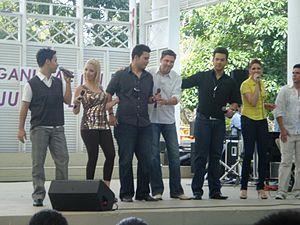 """Mary Ann Acevedo - """"Los Favoritos"""" singing in the Luis Muñoz Rivera Park"""