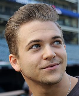 Five-time Grammy nominee Hunter Hayes discusses his upcoming national anthem performance before Game 6 of the World Series. (30083983094) (cropped).jpg