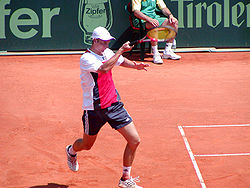 Florian mayer is playing a forehand.jpg