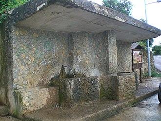 Controne - Image: Fontana acquaviva