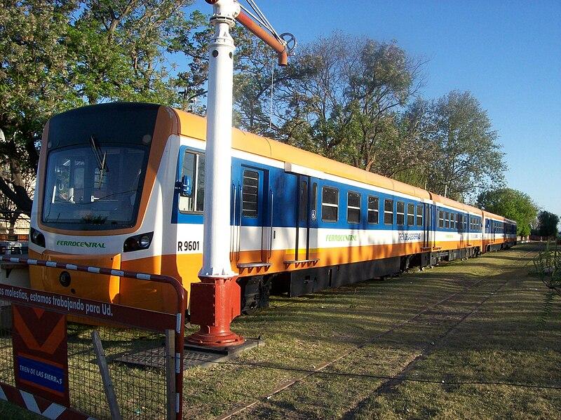 Archivo:Formación del Tren de las Sierras en Estación Cosquín.JPG