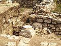 Fragment de coloana - ruinele cetatii Adamclisi.jpg