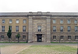 Gauforum Weimar 2003; south building from noth, entrance.JPG