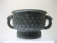 A two-handled bronze gefuding gui, from the Chinese Shang Dynasty (1600–1046 BCE).
